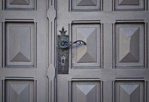 Drzwi – różne materiały i style
