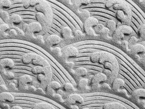 kamienny dywan ze wzorem