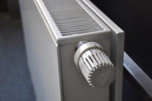 Read more about the article Jak przeprowadzić montaż i instalację grzejnika elektrycznego?