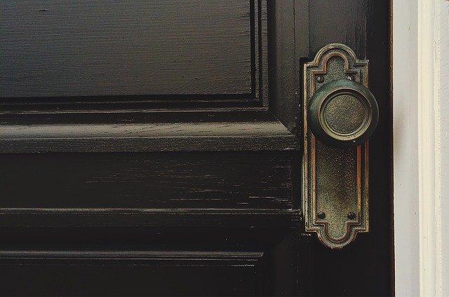 You are currently viewing Wybór drzwi wewnętrznych do mieszkania