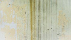 Zabrudzona ściana